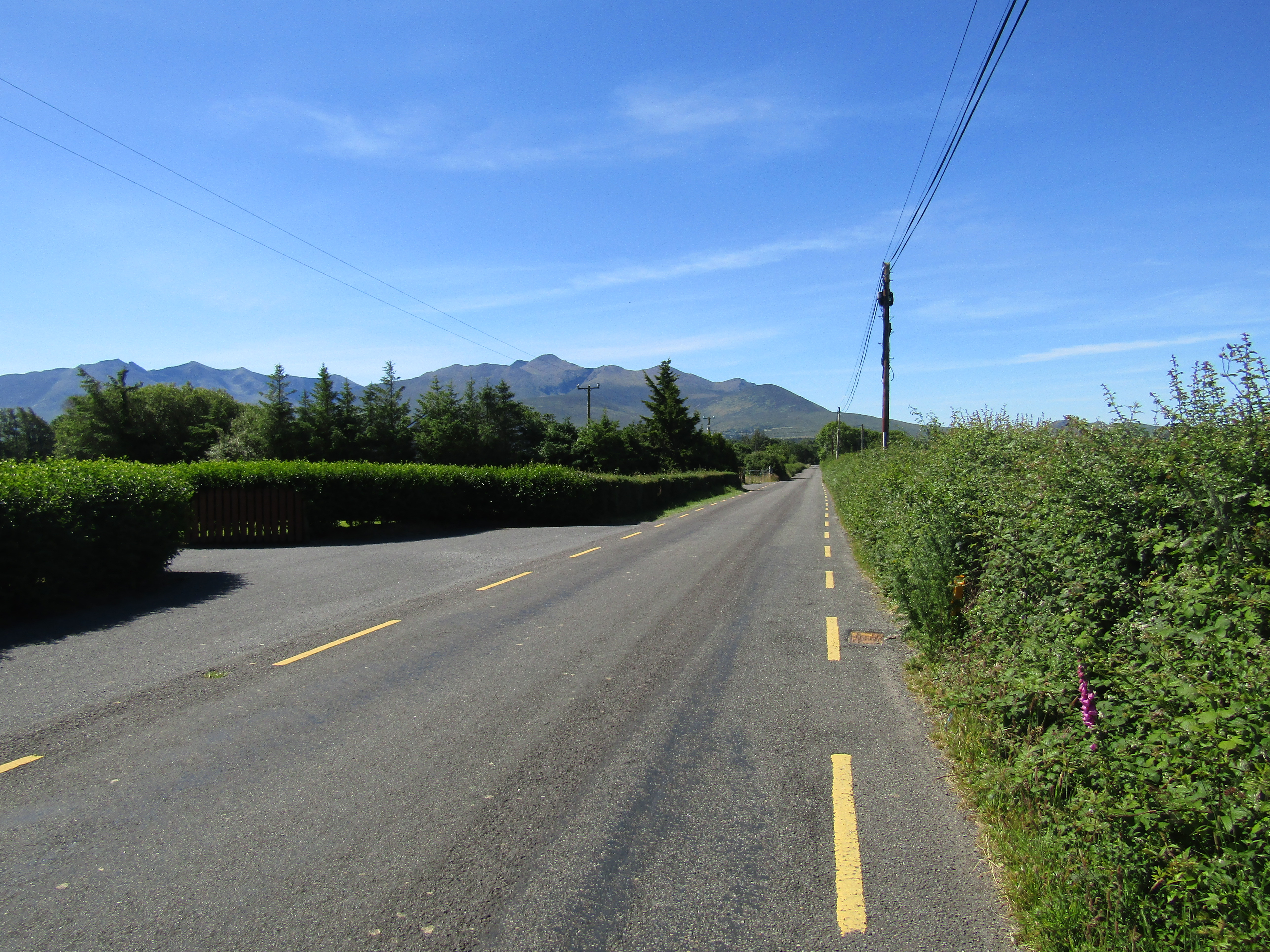Road in Ireland with no centre line