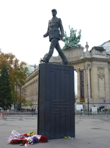 Charles de Gaulle statue on Avenue des Champs-Élysées