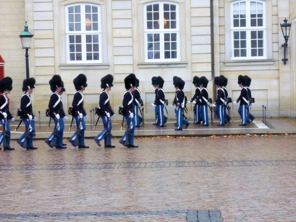 amalienborg-palace-changing-of-the-guard